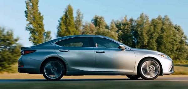 Lexus ES 2020.