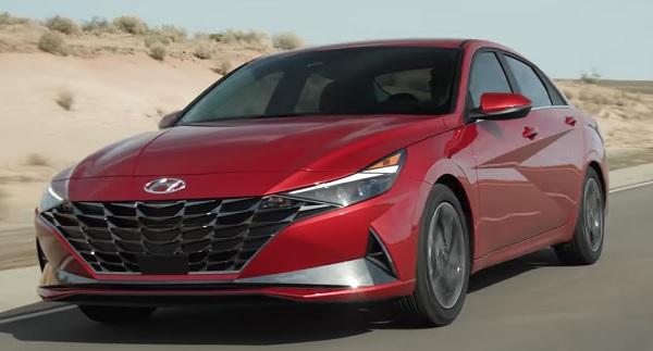 Hyundai Elantra 2021.