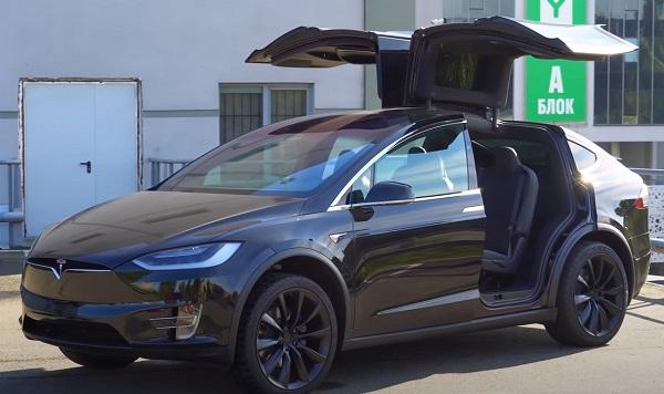 Tesla Model X 2020-2021.