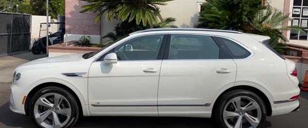 Bentley Bentayga 2022.