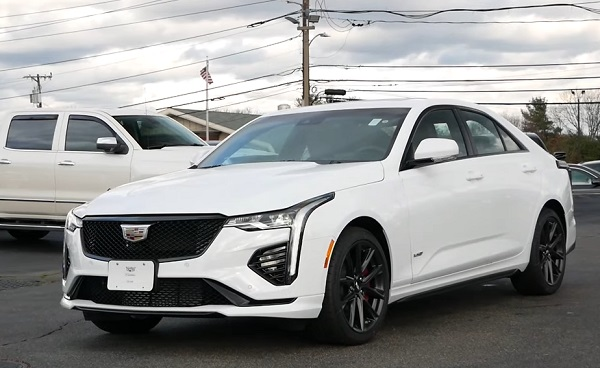 Cadillac CT4 2021-2022.