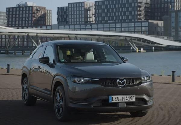 Mazda MX-30 2021.