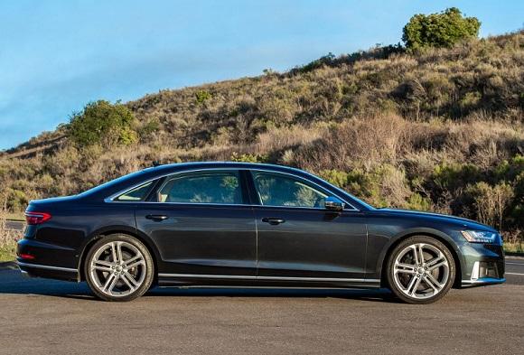 Audi S8 2021..