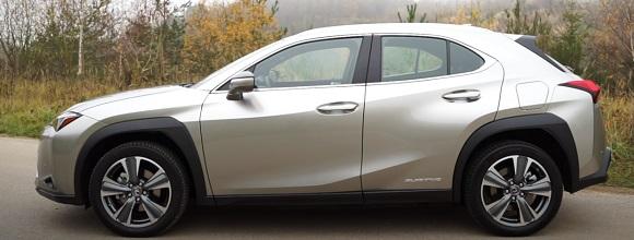 Lexus UX 300e 2021.
