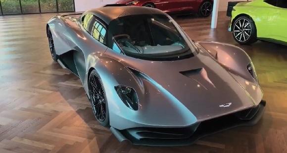 Aston Martin Valhalla 2022.