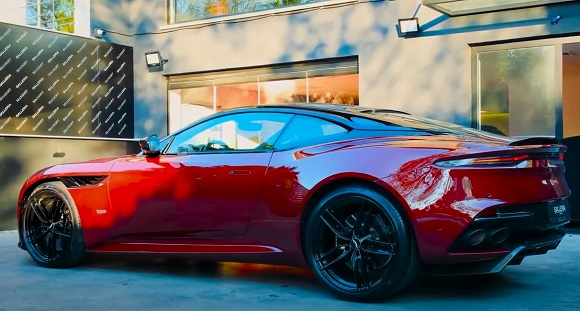 Aston Martin DBS Superleggera 2022.