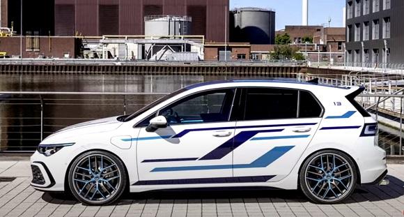 Volkswagen Golf GTE 2021.